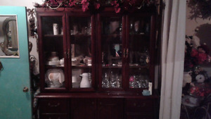 Dining room hutch   NEW PRICE  Was $300 now$ 150