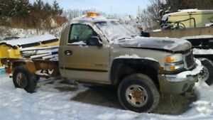 2004 GMC Sierra 2500 with plow