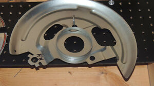NEW GM DISK BRAKE R.H SIDE BACKING PLATE