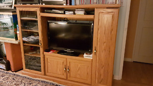 Solid oak TV Unit and 32 inch TV for sale! Make an offer !