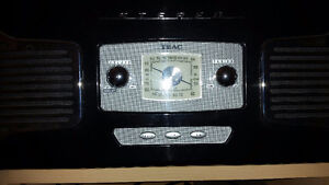 retro looking record player 514-675-4272