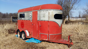 93 Royale 2 horse bumper pull with tack room