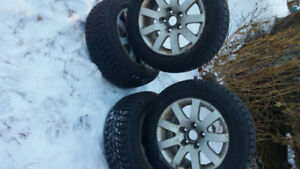 Four 195 65 R15 Winter Claw Extreme Grip snow tires and rims