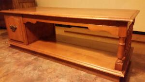 Table de salon en bois /Wooden Coffee table -45$