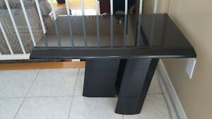 Table basse noire- Solide en excellente condition