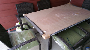 Brand new table  and 6 chairs for balcony or patio