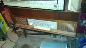 LOTS OF VINTAGE/ANTIQUE RADIOS/RADIO STATION/DJ EQUIP ETC Belleville Belleville Area image 3