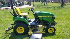 John Deere 2305 Lawn Tractor