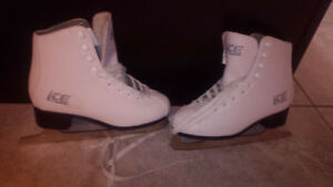 Figure Skates size 5 Kitchener / Waterloo Kitchener Area image 1