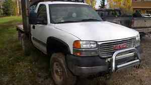Gmc sierra 2500hd with LOW KMS! And lots of extras!