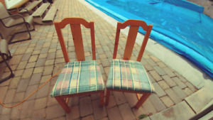 2 chairs with cousions