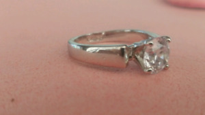 Beautiful Gold plated Women's wedding ring size 5.5