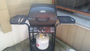 New bbq used maybe 4 times w/full propane tank