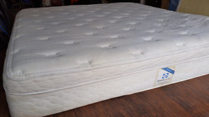 King mattress pillow top, 150$ delivery 40$ no stains pet smoke