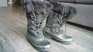 Winter boots (Womens, size 9) Kitchener / Waterloo Kitchener Area image 3