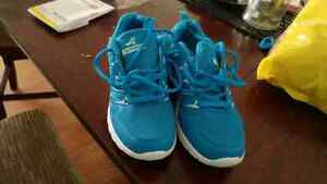 Ladies runners size 6