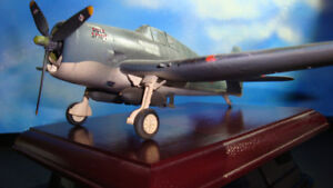 World War II US Fighter Plane 1:32 - Airbrushed , Wood Base