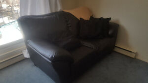 2 PERSON LOVE SEAT COUCH