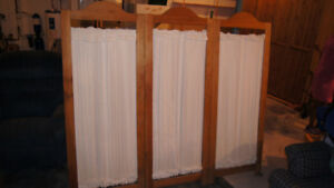 3 SECTION ROOM DIVIDER 6'; X 5'; WHEN OPEN