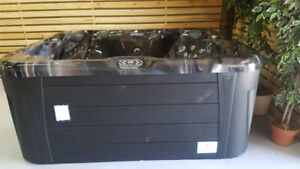 SMALL 7X6 HOT TUB PERFECT FOR 5 INCLUDES STEREO