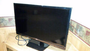 "27"" LG Flat-Screen TV and DVD Player"