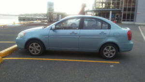 Selling a 2009 Hyundai Accent in excellent condition