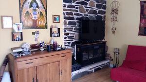 Maison à Granby animaux accepté(petit chien)avec foyer au bois.