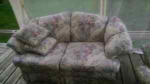 Nice clean set Loveseat and chair!