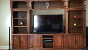 Great storage entertainment unit - oak fairly new - WHITBY Cambridge Kitchener Area image 1
