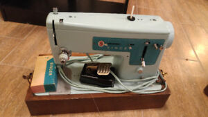 Vintage Singer sewing machine with case