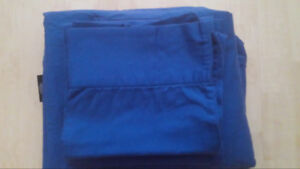 King Size matching fitted sheet, sheet and 2 pillow cases