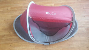 Kidco PeaPod Plus Portable Travel Bed, Cranberry