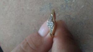 10k ladies gold diamond ring