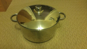 NEW -  Big Cooking Pot / Made by Crown Cookware