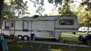 1986 Keystone Hornet 5th wheel trailer $2000