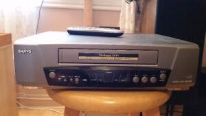 LECTEUR-ENREGISTREUR VHS SANYO VHS H519