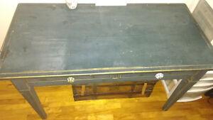 beau bureau en bois, style antique