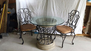 BEAUTIFUL TABLE+CHAIRS