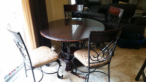 Glass table / 4 chairs
