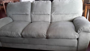 Clean hardly used couch/sofa