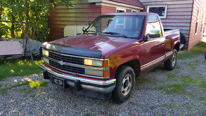 Truck for sale 1990 Chevy 305 V-8, 2 wheel drive