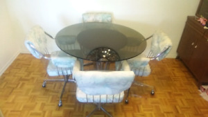 Kitchen/Dining table w/ 4 chairs
