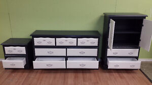 Professionally painted  3 piece vintage dresser set Kitchener / Waterloo Kitchener Area image 2