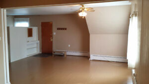Spacious 2 Bedroom Apt w/ Balcony available Now or June 1st