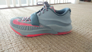 KD 7 sz 10.5 preowned but in good condition