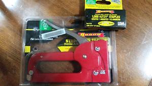 Staple gun and staples