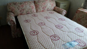 Beautiful floral brocade sofabed, like new,  pink floral Sarnia Sarnia Area image 2