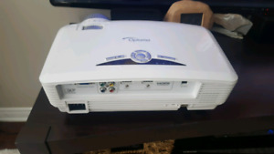 Optoma HD20 projector and screen