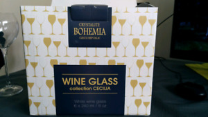 Set of 6 white wine glasses. Brand new!