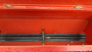 Like New - Seeder - Excellent Condition London Ontario image 4